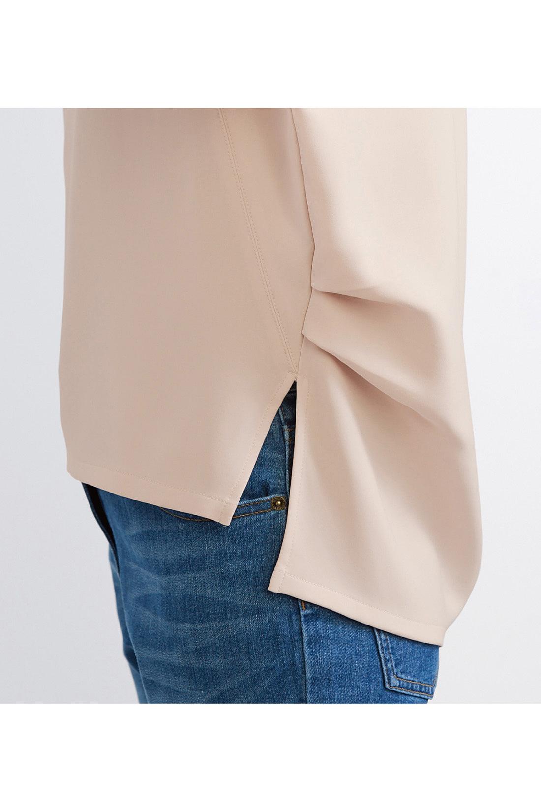 ウエストバックのタックでふんわり丸みのあるシルエット。ヒップまで隠れる安心の丈感です。