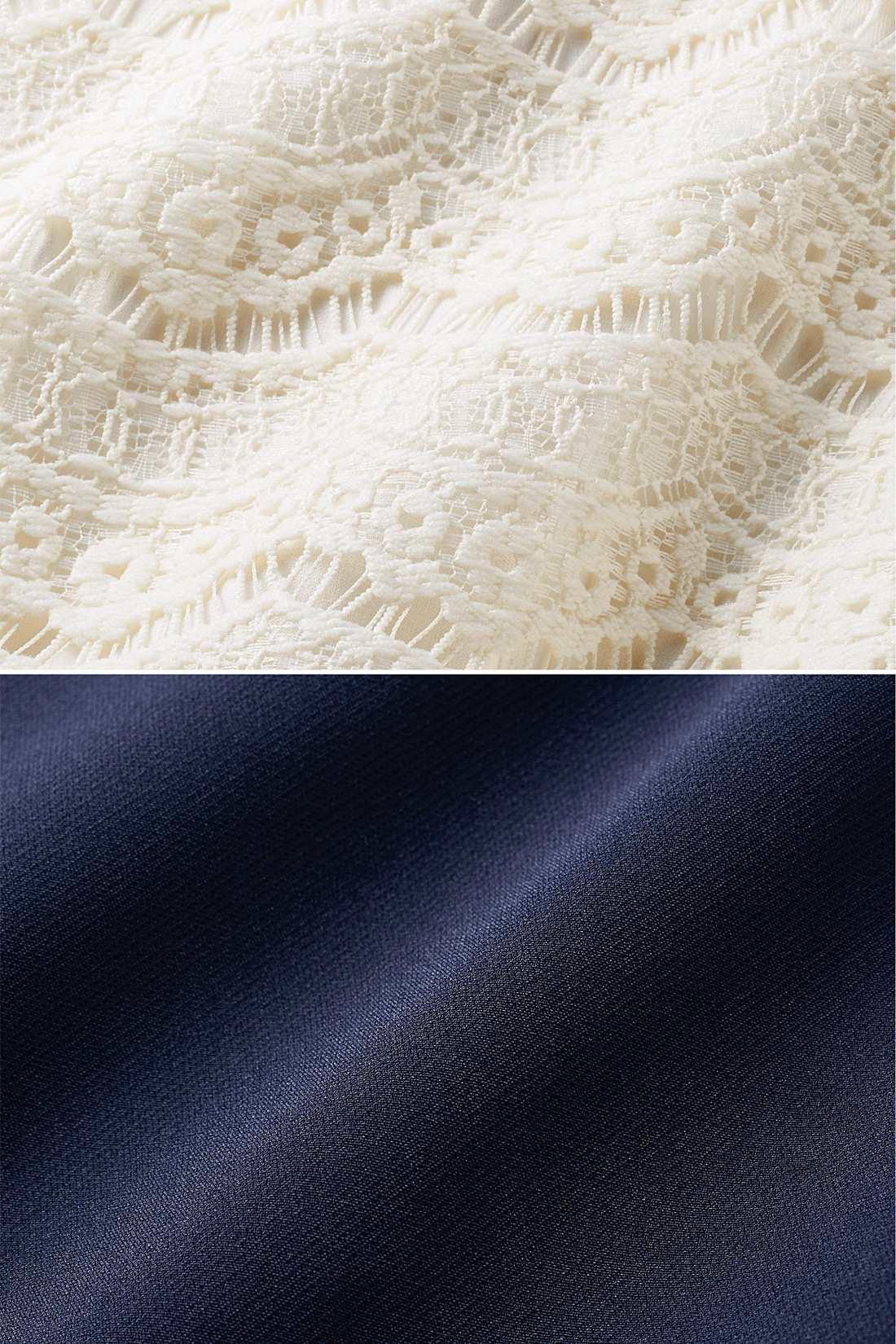 トップスは大人っぽく華やかなレース。スカート部分はダブルクロス素材で透けの心配もなし。