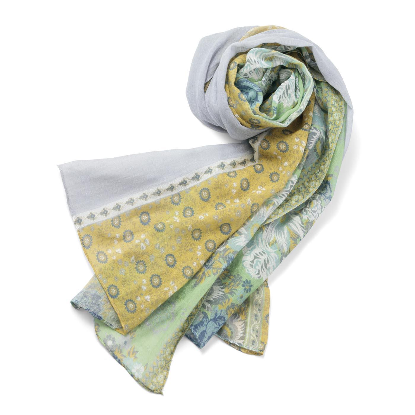 素材は季節を選ばず使える綿100%。細番手の糸で軽やかに。