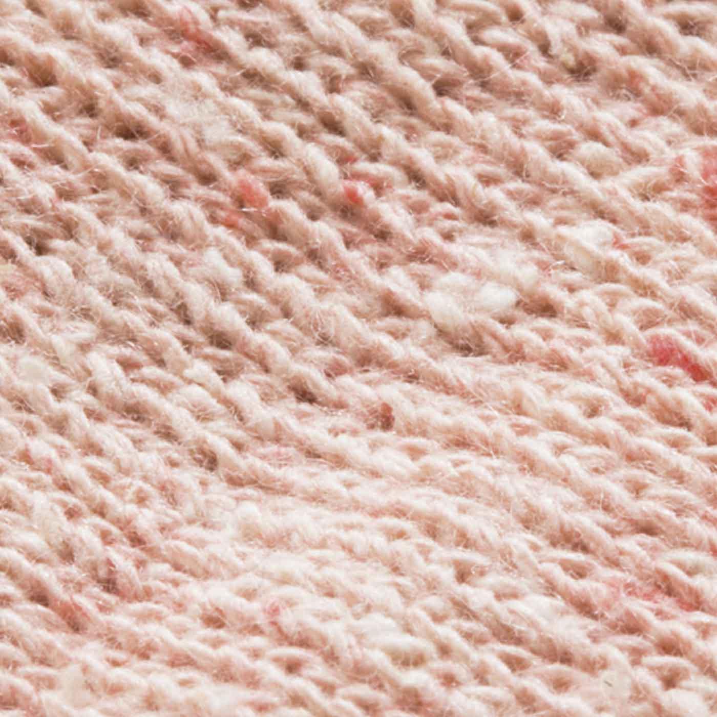 身生地部分は少しネップが入った風合いのあるシルク糸を仕様。 ※くず糸などを使用した空紡式糸を使用