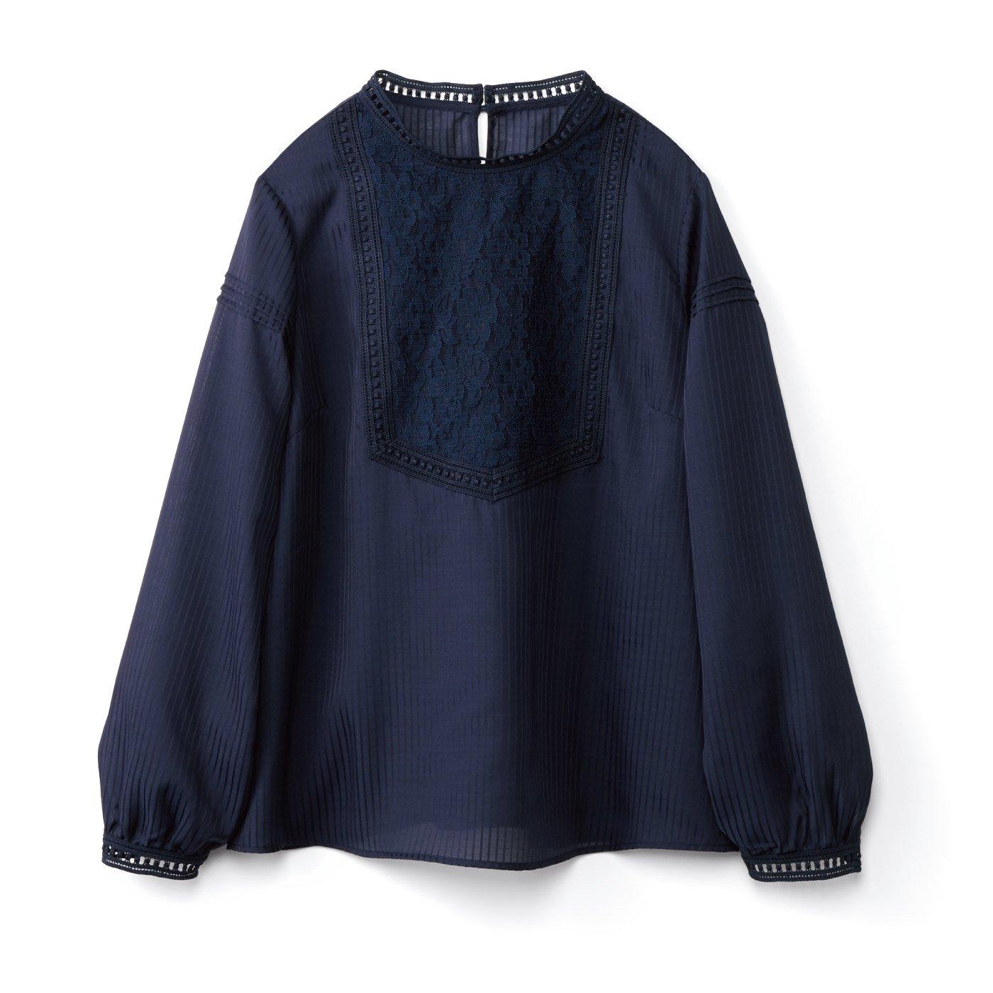 【3~10日でお届け】IEDIT[イディット] ストライプの織り柄素材のアンティーク風レース遣いブラウス〈ネイビー〉