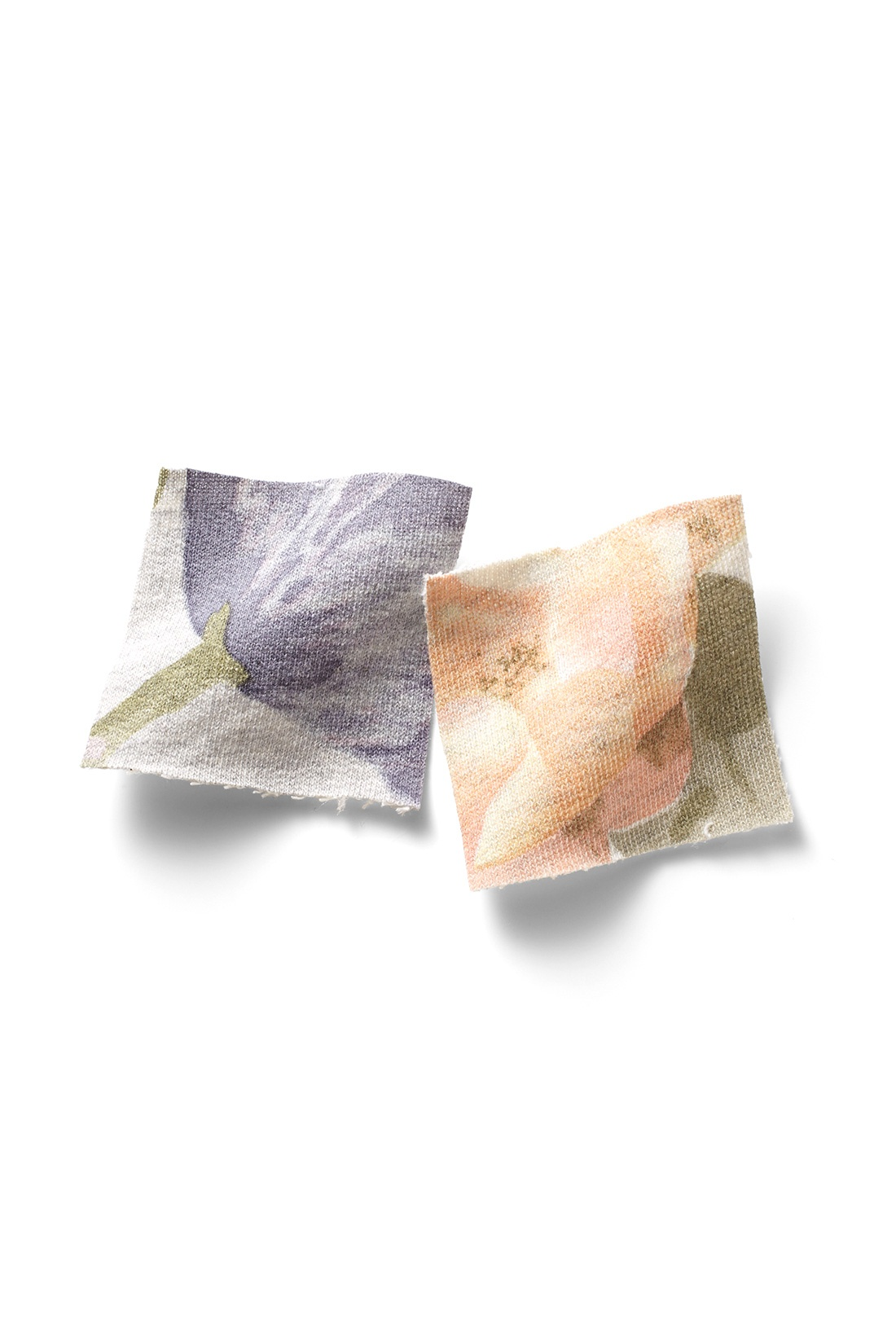 繊細に色を重ねることでふんわりやさしい雰囲気に。 ※お届けするカラーとは異なります。