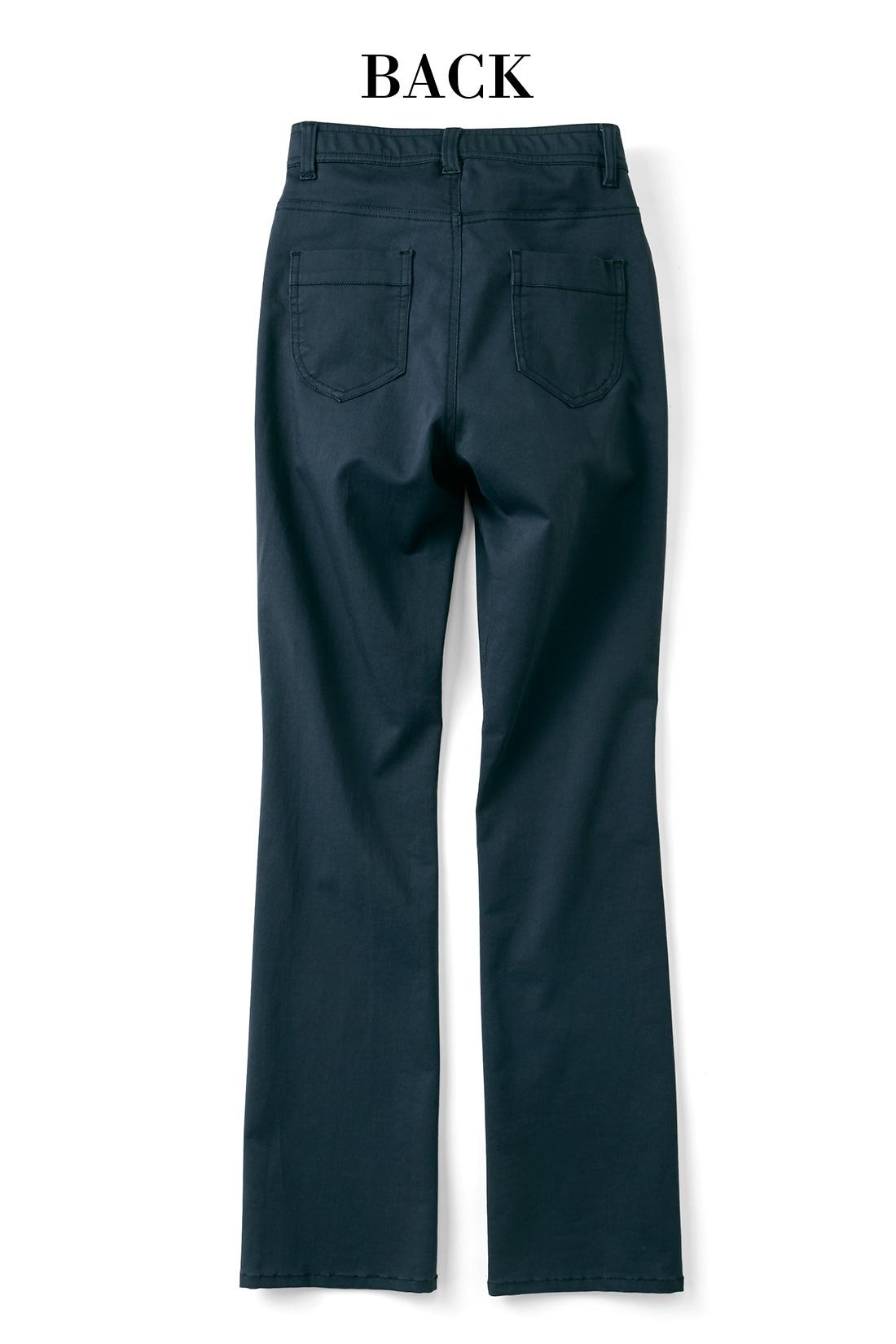 美尻に見せるポケットデザインもぬかりなく。