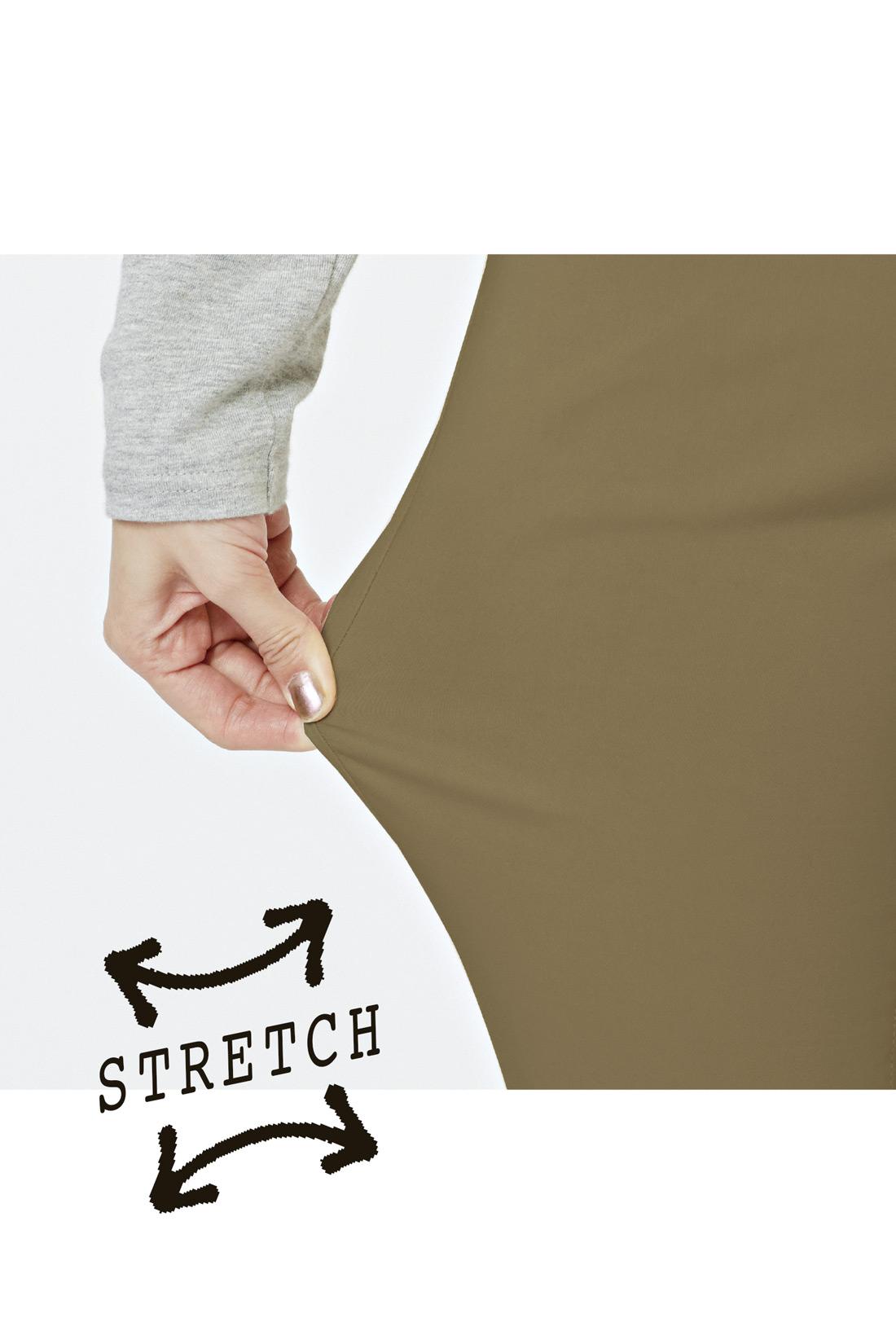 ハイテンションのストレッチ素材で、こんなに伸びる! ※お届けするカラーとは異なります。