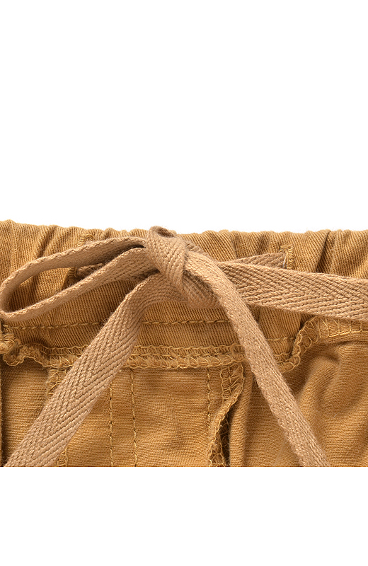 ベルトの内側にひもを付けているので、ウエストサイズの微調節もおまかせ。