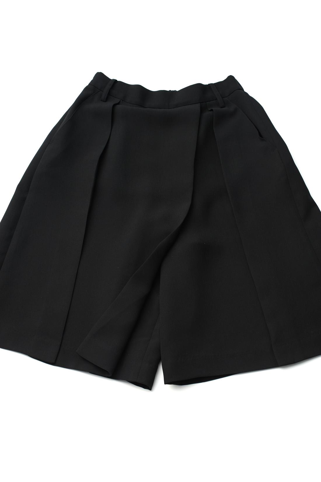 パンツ仕様はタックで隠れているから本当にスカートみたい。