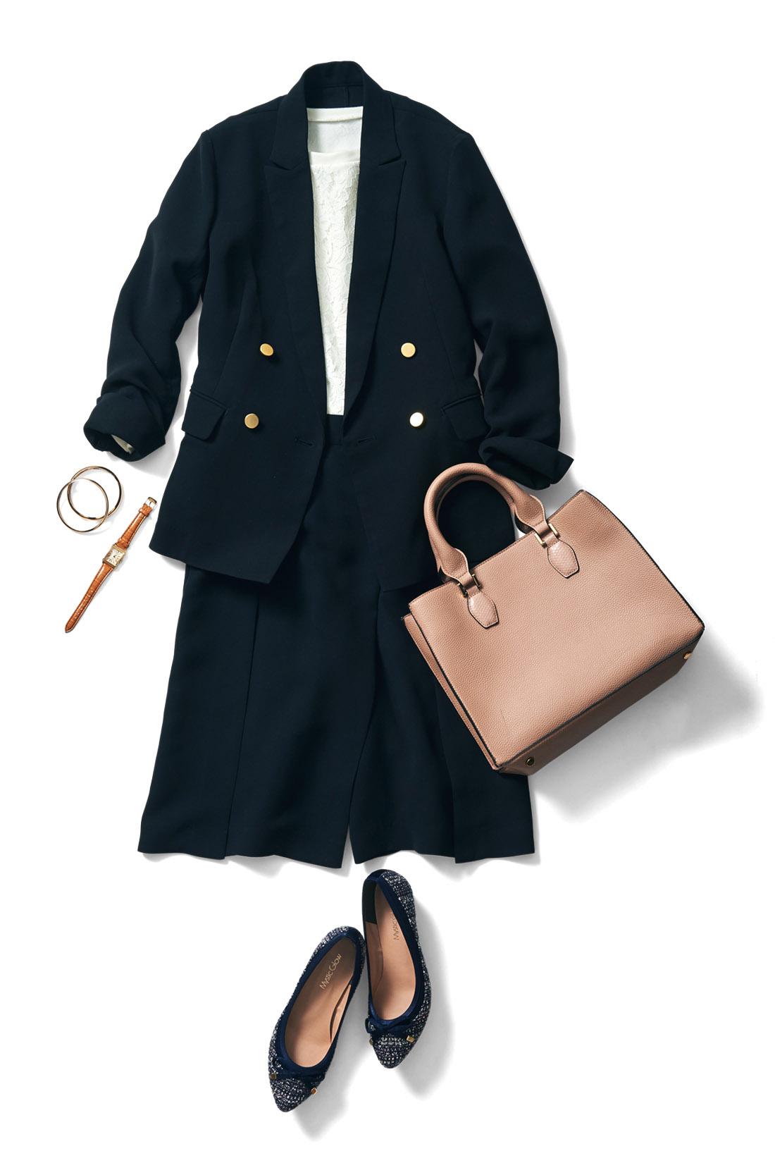 同素材のジャケットと合わせて、上品なスーツスタイルに。