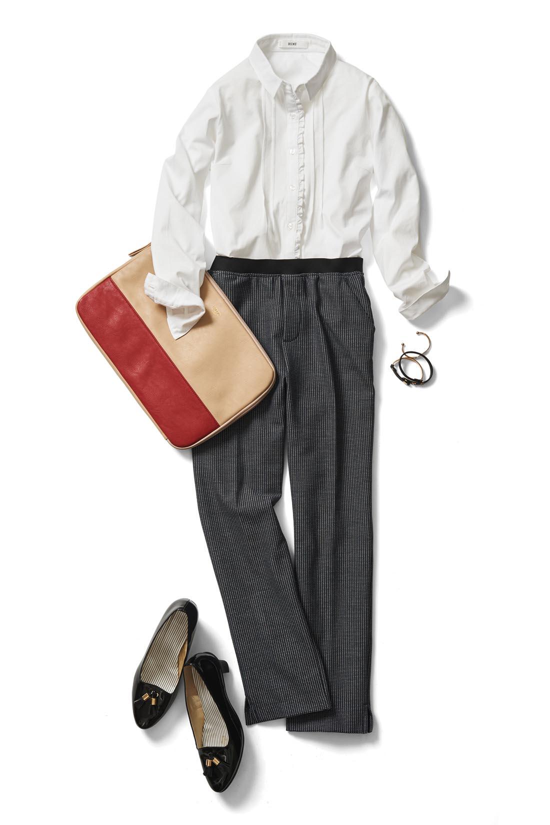 前身ごろにデザインがあるので、一枚で着たときも華やか。