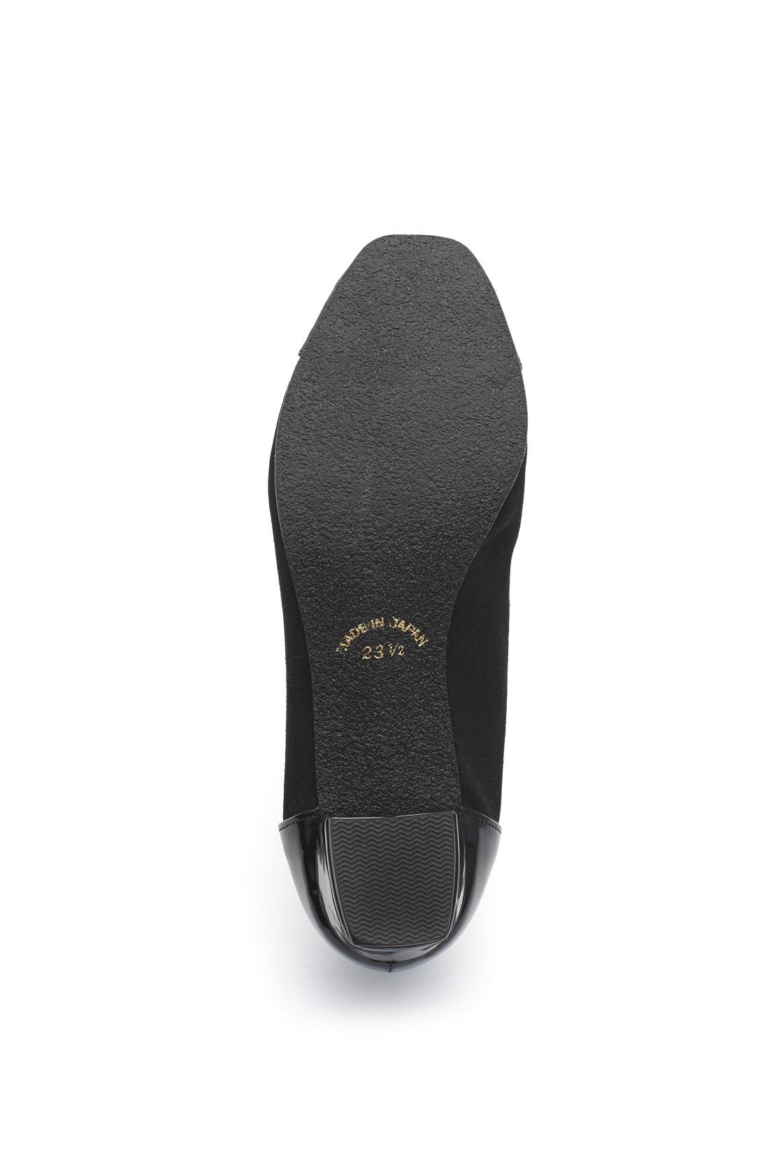 靴底は、滑りにくい合成底。