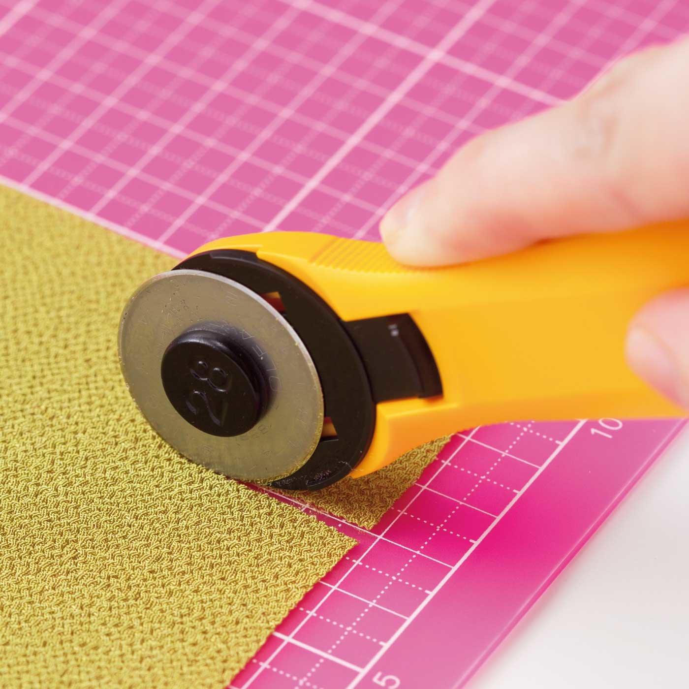 やわらかい布もすいすいカット! ロータリーカッター&カッターマット(5mm方眼)