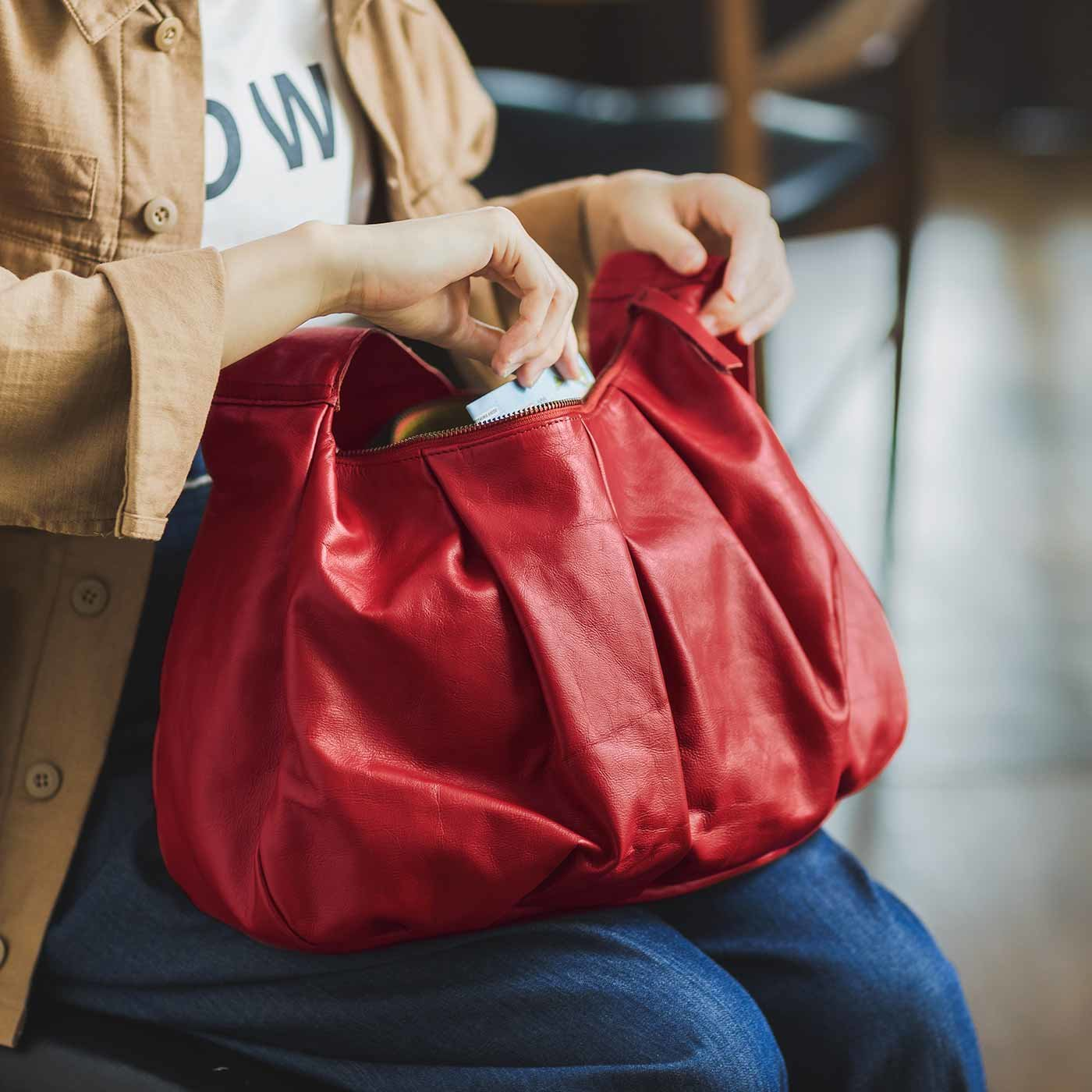 スタイリストと作った 職人本革のブリオッシュショルダーバッグ〈ルビーレッド〉[本革 鞄:日本製]