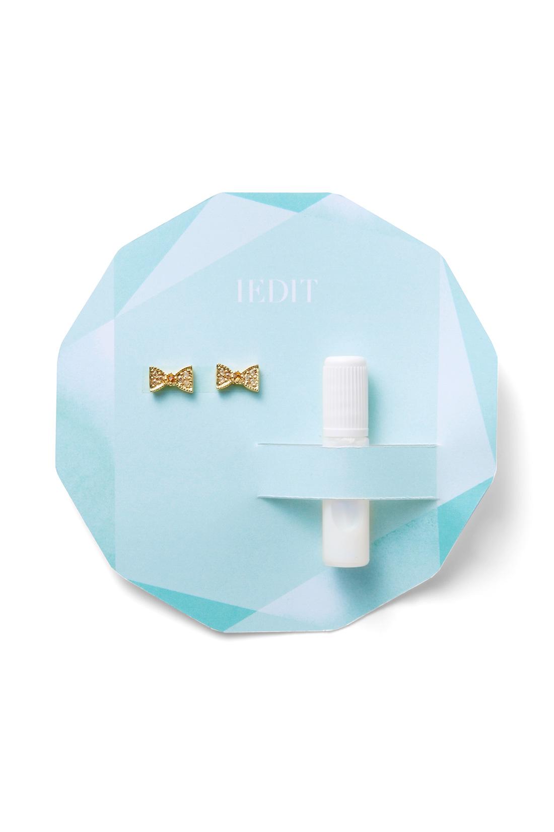 グルー(接着剤)入りのお届けセットは宝石のようなデザイン台紙付きで気分もアップ。