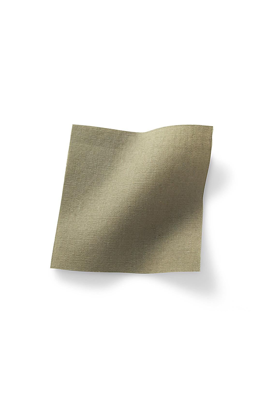 張りと艶感が新鮮なペーパー風コットン。※お届けするカラーとは異なります。