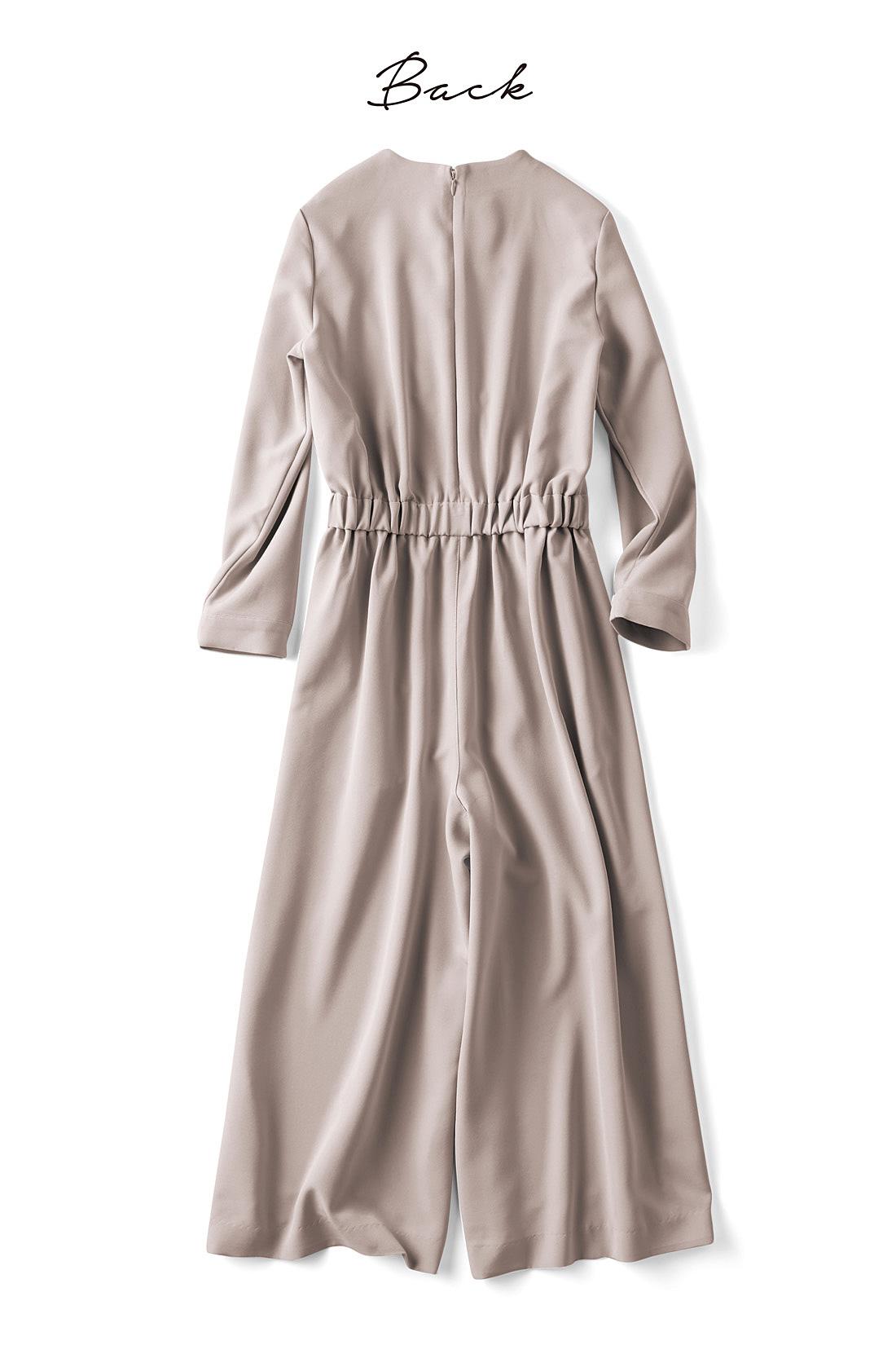 ファスナー付き&ウエストゴム仕様だから着脱もらくちん。※お届けするカラーとは異なります。