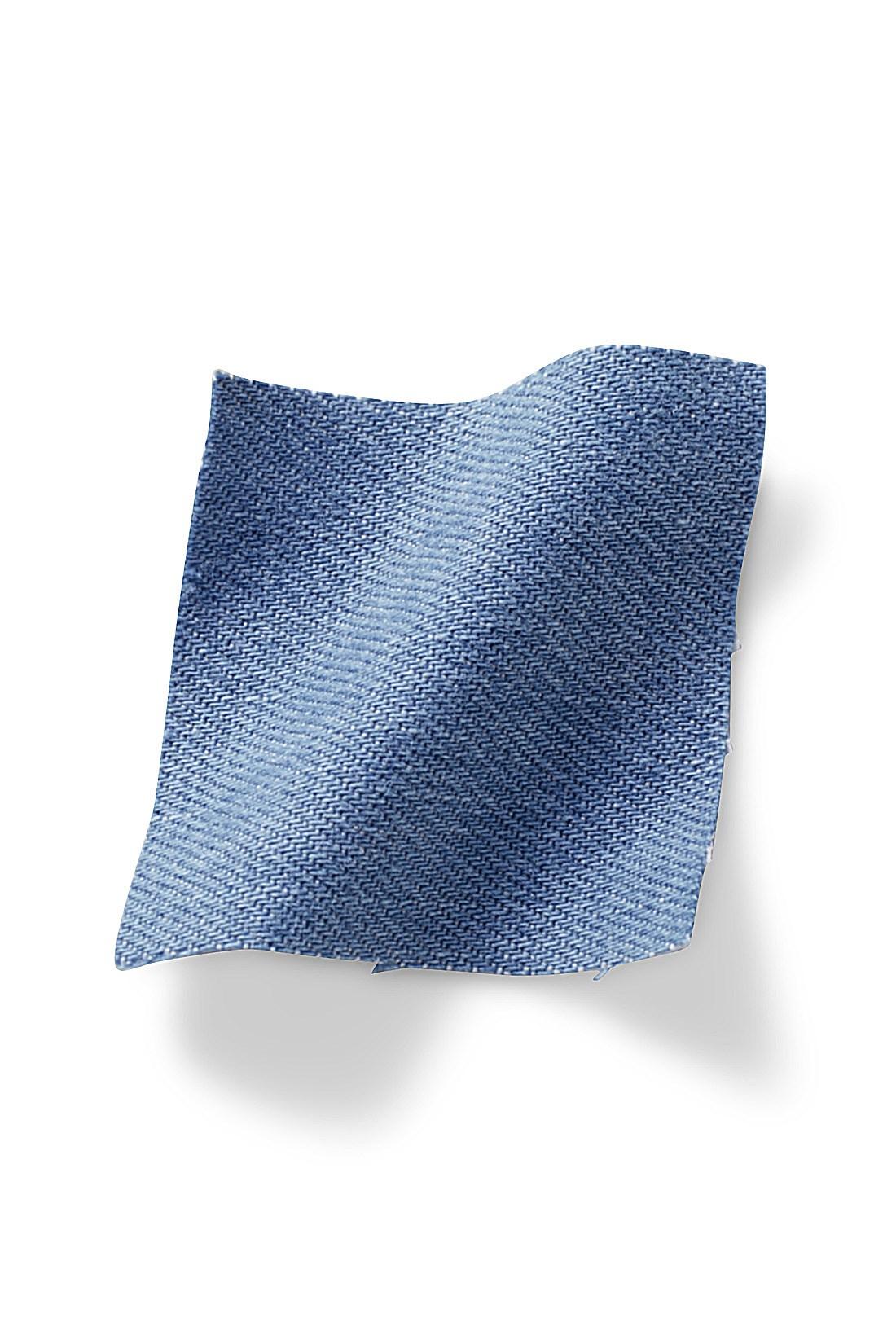 軽い風合いのデニム生地 7.8オンスのライトオンスデニム素材に洗いをかけてアタリや風合いを出した春らしい軽い素材感。