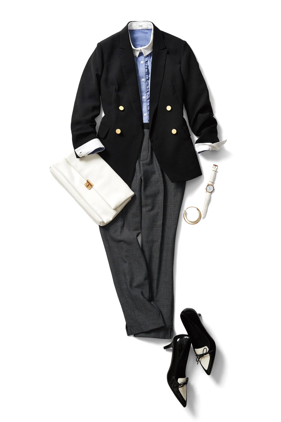 細身パンツを合わせて、洗練された大人の着こなし。