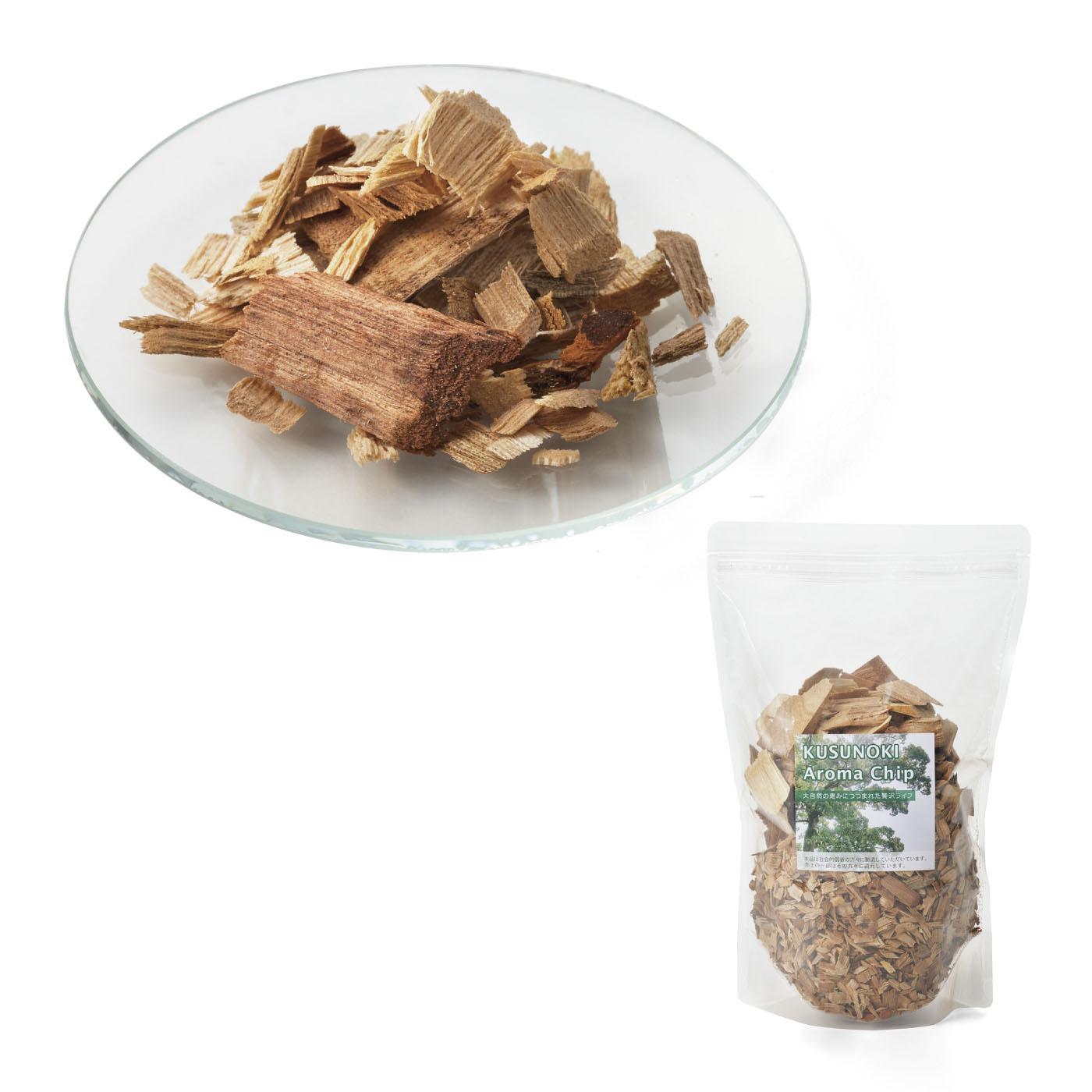 クスノキ・アロマチップ 350g 宮崎県産のクスノキを砕いてフレーク状にしたアロマチップ。お気に入りの容器に入れれば、おしゃれなインテリアにもなります。お茶パックに小分けして使うのも◎。