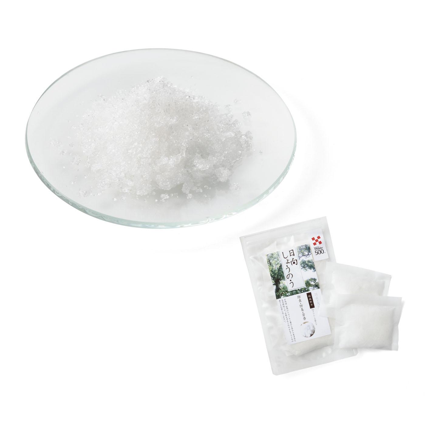 日向しょうのう結晶粉末 10g×5袋 宮崎県産のクスノキを原料に、宮崎の工場で蒸留・精製された国産の天然樟脳。不織布に小分けした使いやすいパック入り。着物や雛人形などの保管にも役立ちます。