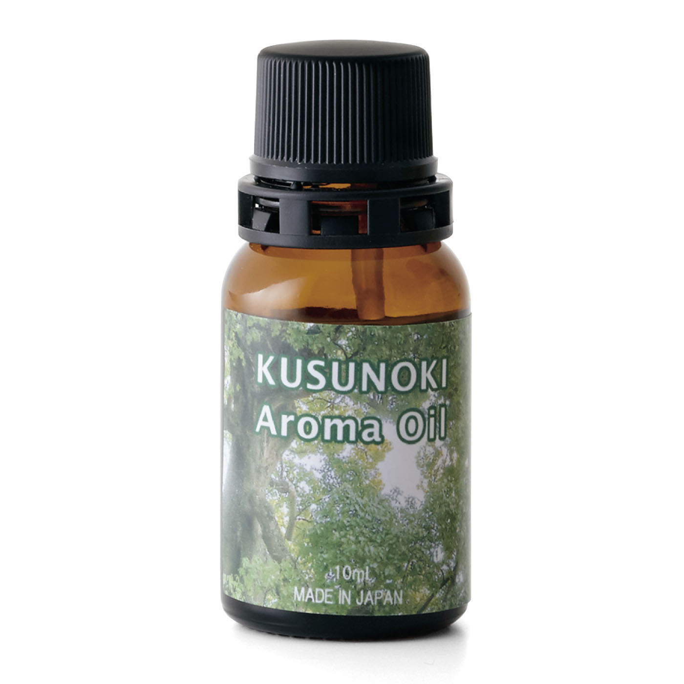 クスノキ・アロマオイル 10mℓ 希少価値の高い天然100%の樟脳油。メントール系とフレッシュな柑橘系を合わせたようなすがすがしい香り。ウッドチップや炭、素焼きの陶器のかけらに数的垂らして、空間の芳香に。