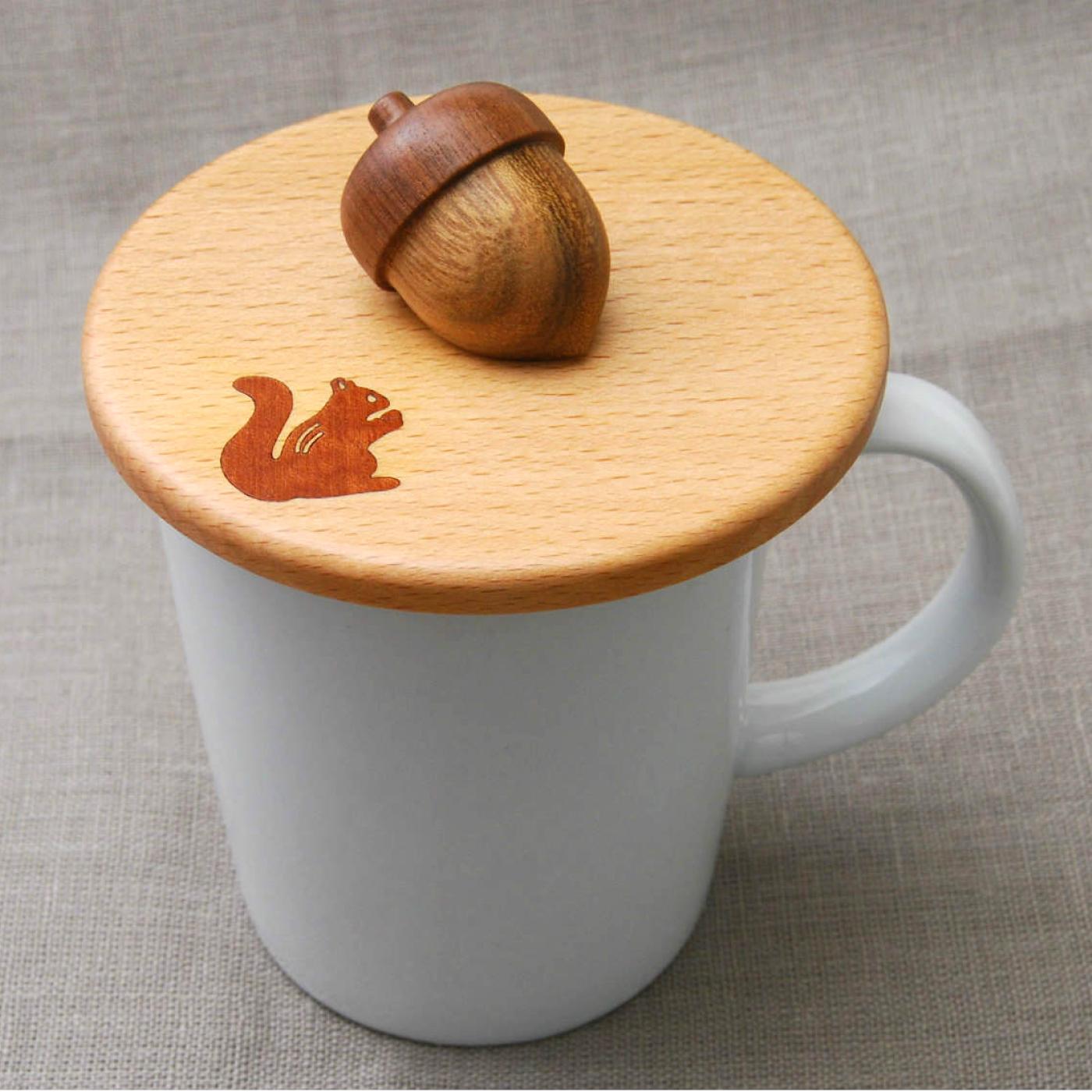 伝統細工が美しい かわいくて持ちやすいどんぐりのカップカバー (りす)
