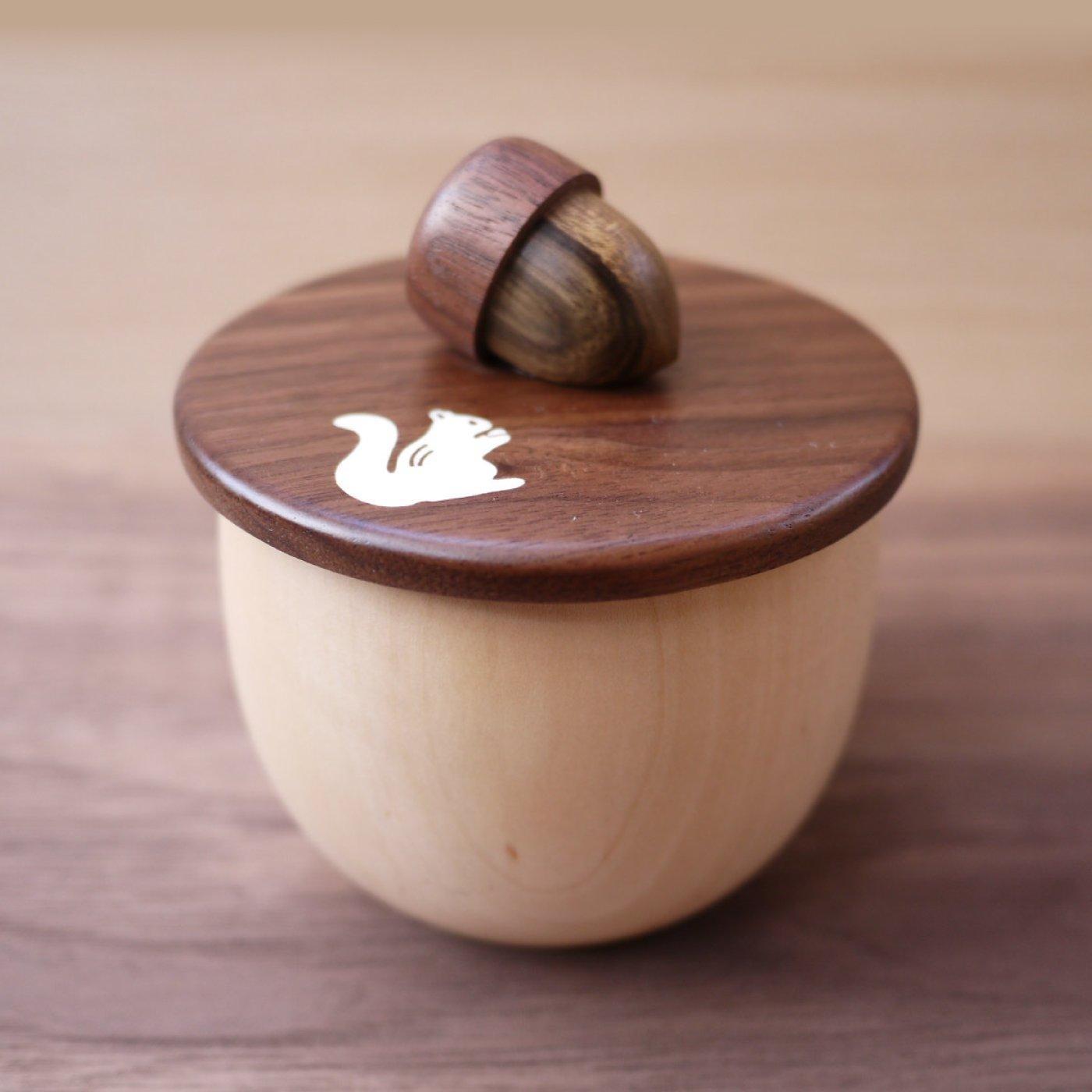 天然木で仕立てた かわいくて持ちやすいどんぐりのふた&どんぐりカップ