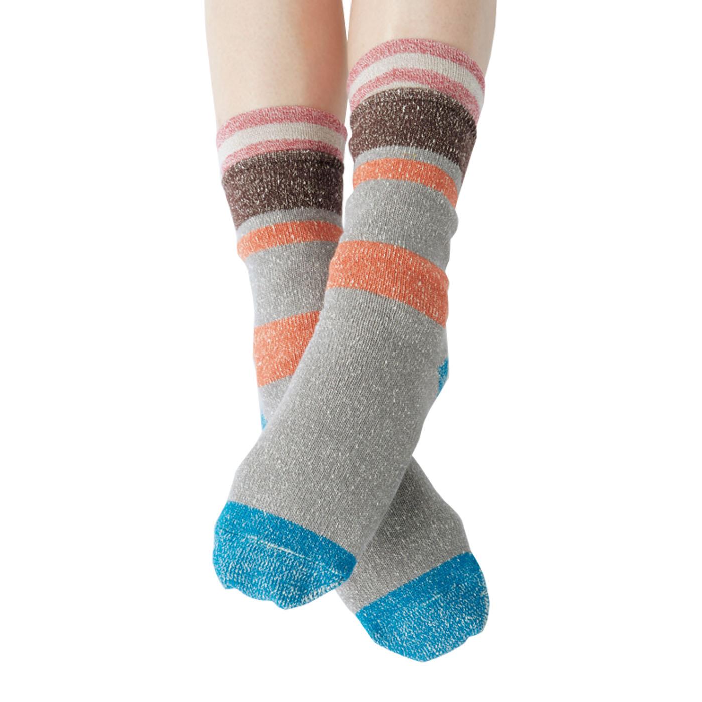 「1枚で2枚重ね 先丸靴下の会(CN-663-238)」を上から重ねてはけば、4層重ねの暖かさに。