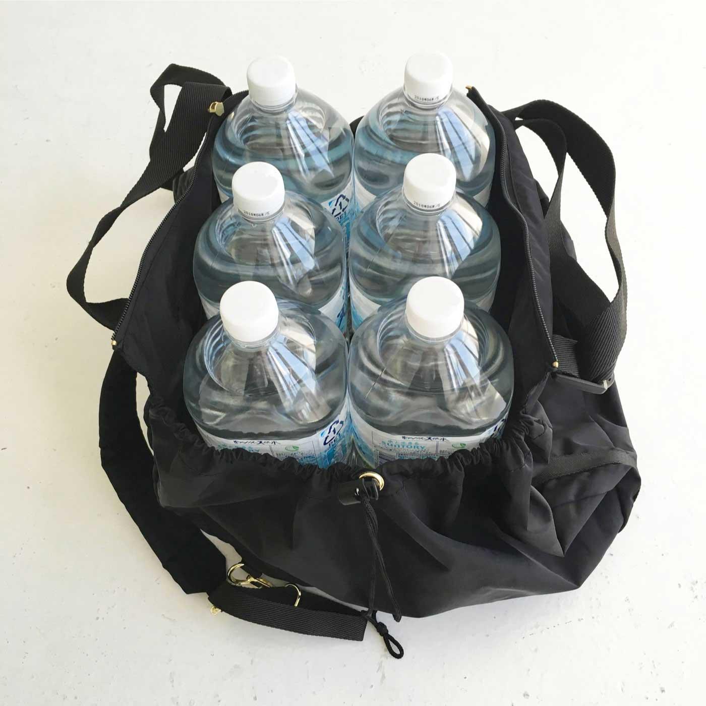 大容量なので最大2リットルのペットボトルが6本も入ります。