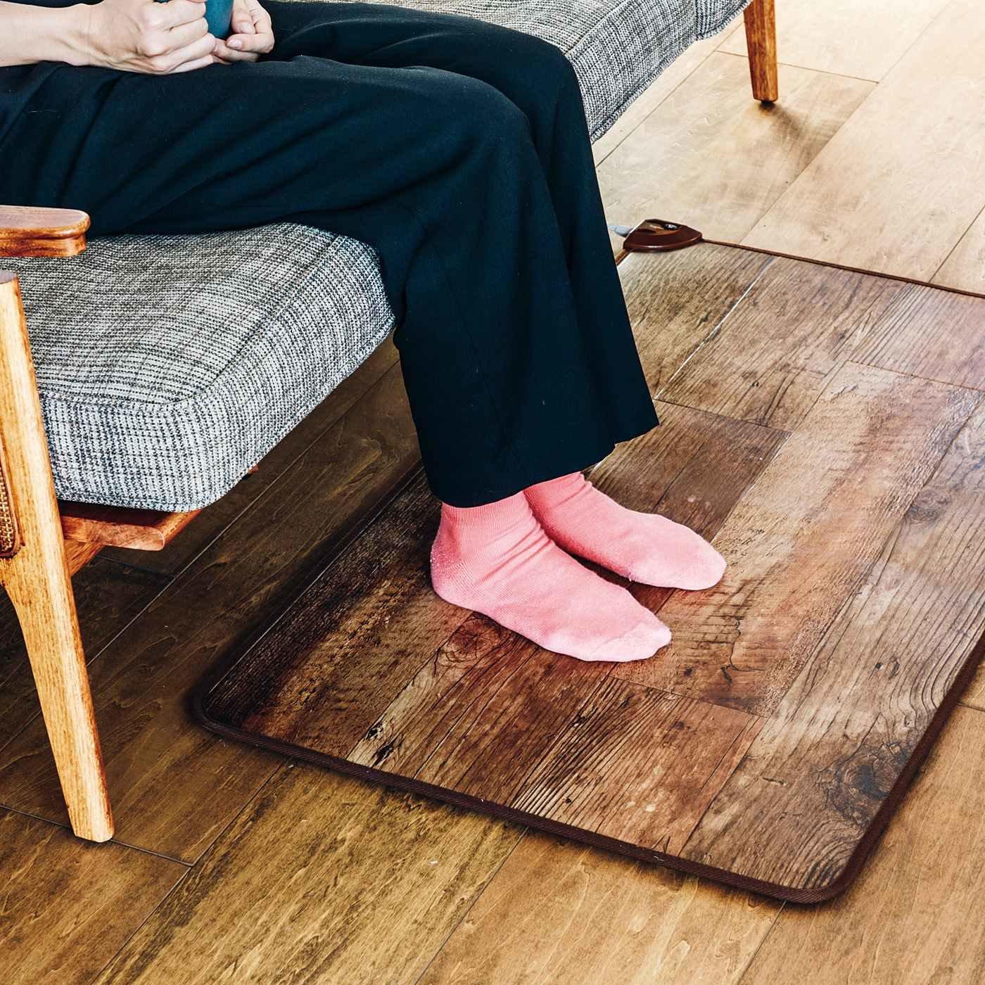 足場板のような足もとあったか電気カーペット