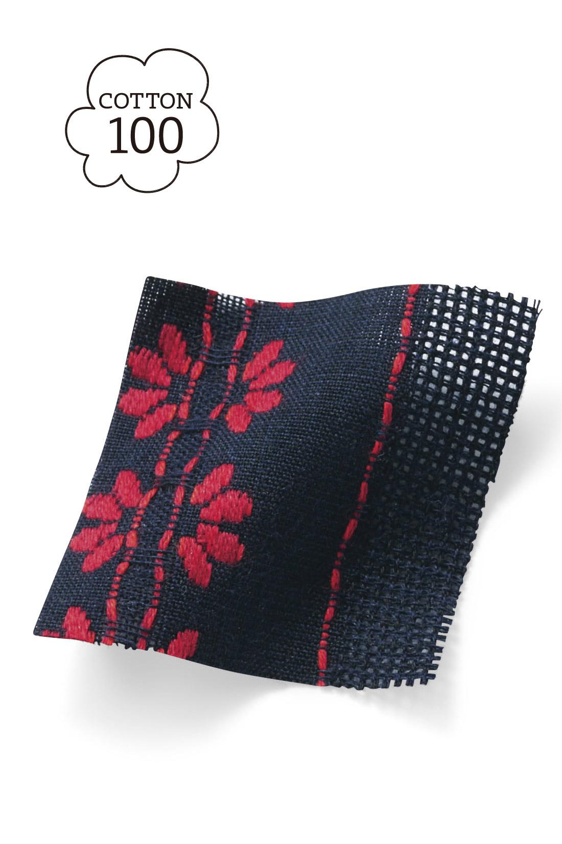 刺繍のようなジャカード織の花柄が大人な雰囲気。コットン100%だから着心地も◎