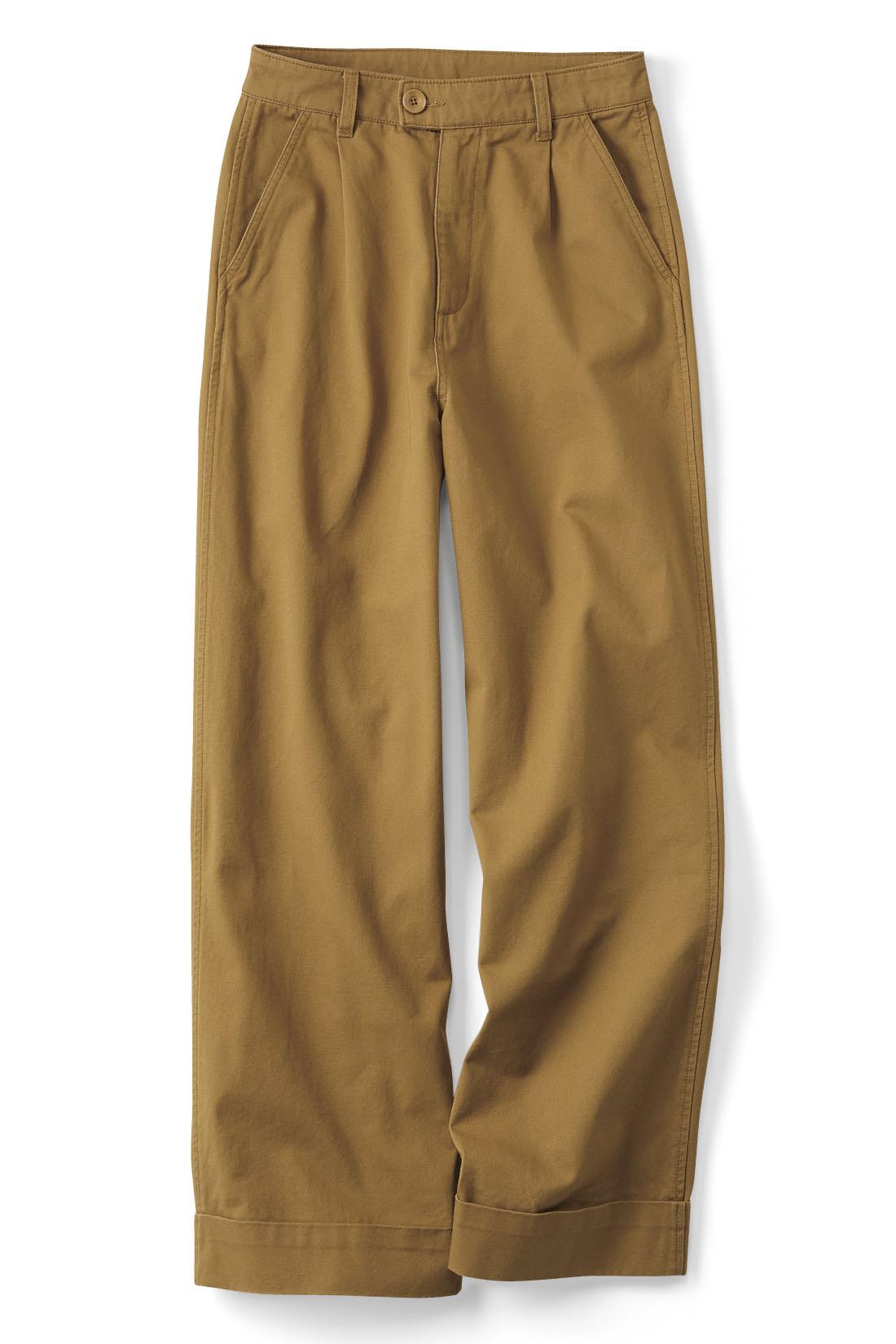 秋らしさナンバーワンの〈キャメル〉 太め幅のダブルのすそでほどよくきちんと。縫い付けてあるからバランスに悩みません。
