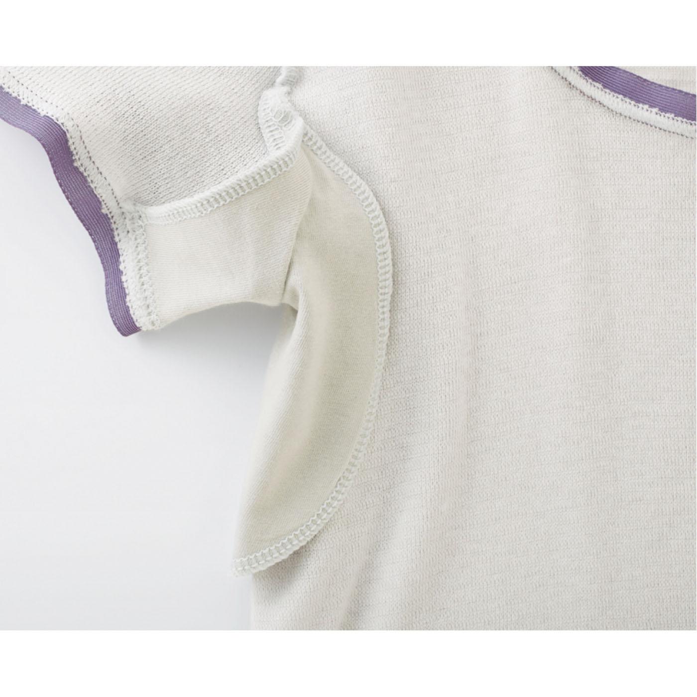 汗をかいても安心な大きめのわきパッド。外から見えにくい縫製で仕上げました。