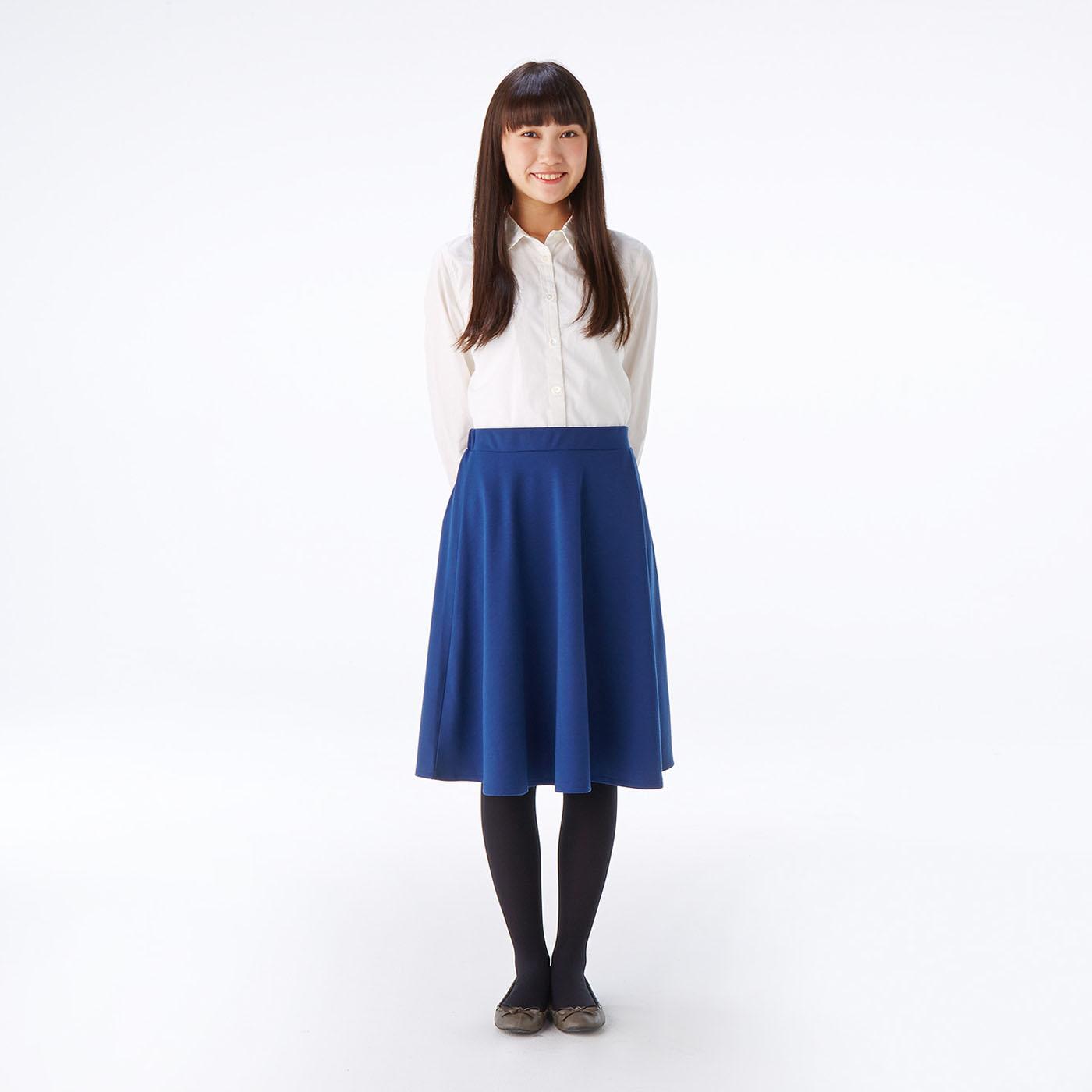 スカートはシャツとの相性も◎。