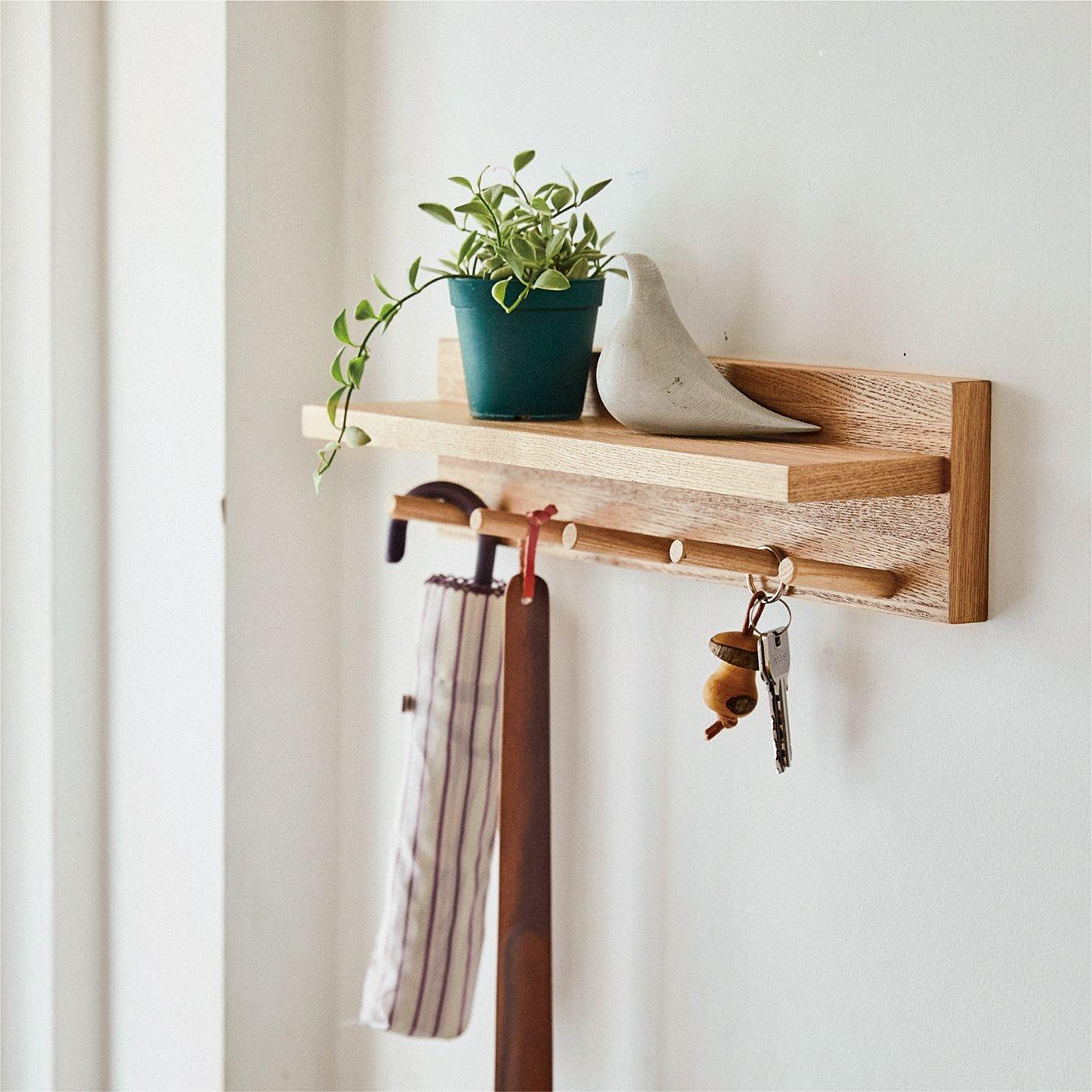 ちょい置きスペースで空間すっきり 穴が目立ちにくい簡単設置のフック付き壁付け棚の会