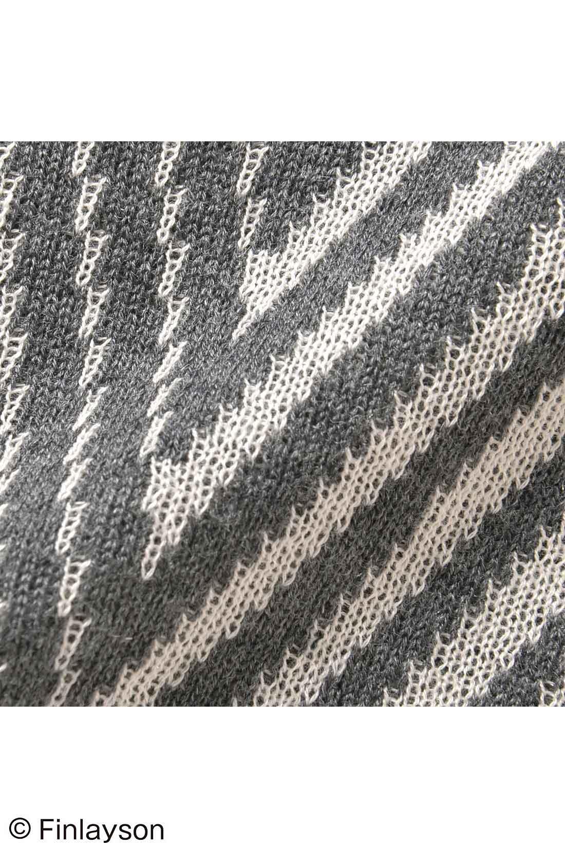 さらりとやわらかな綿・アクリル素材で3シーズン着られます。
