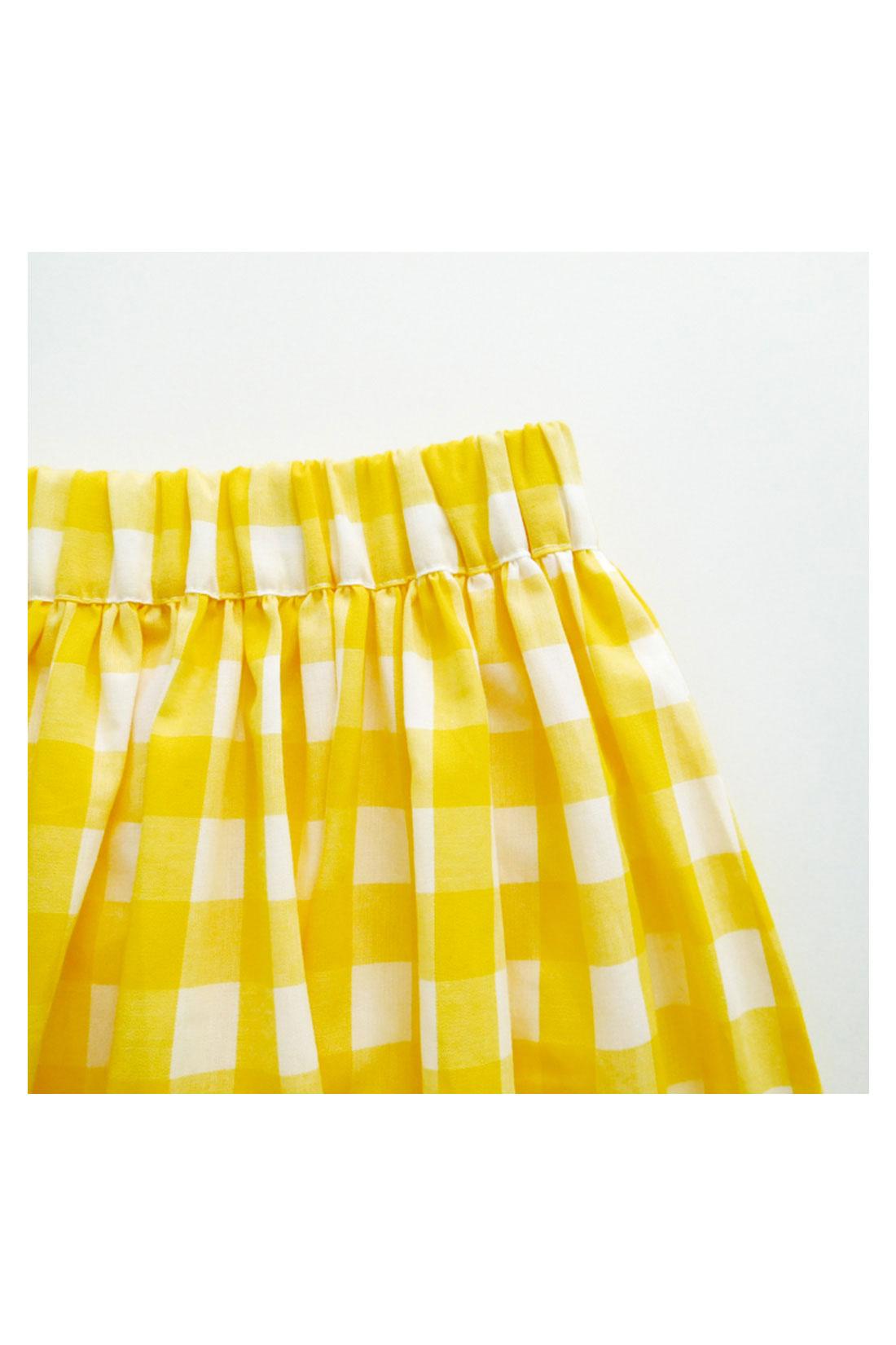 チェックのスカートは太めのゴム。チュールスカートは細めのゴムを使っています。