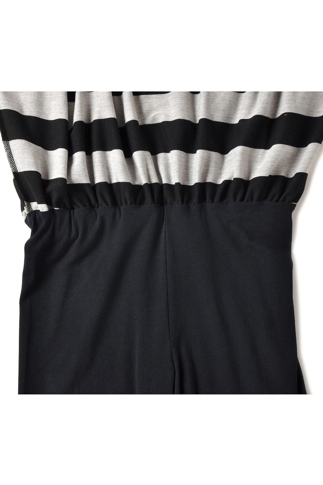 ウエストのところでスカートとスパッツがくっついた、らくちん仕様になっています。