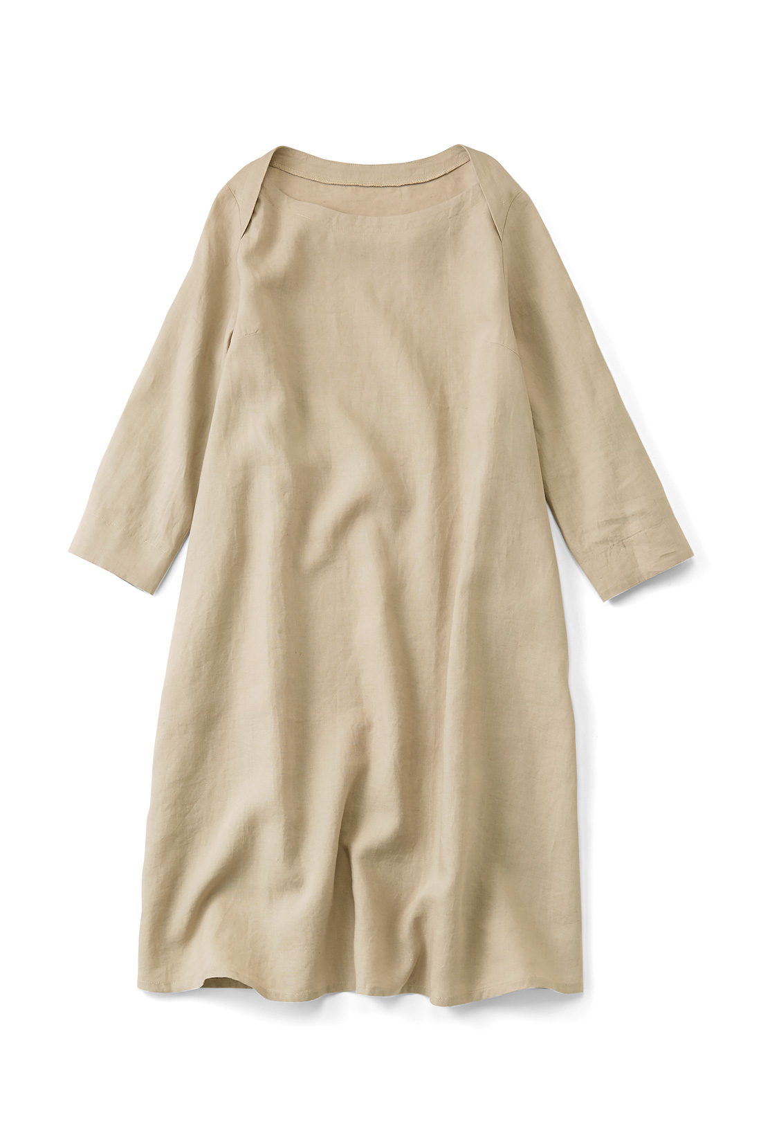 インにTシャツを着たり、オールシーズン大活躍。衿ぐりのデザインも素敵でしょ。
