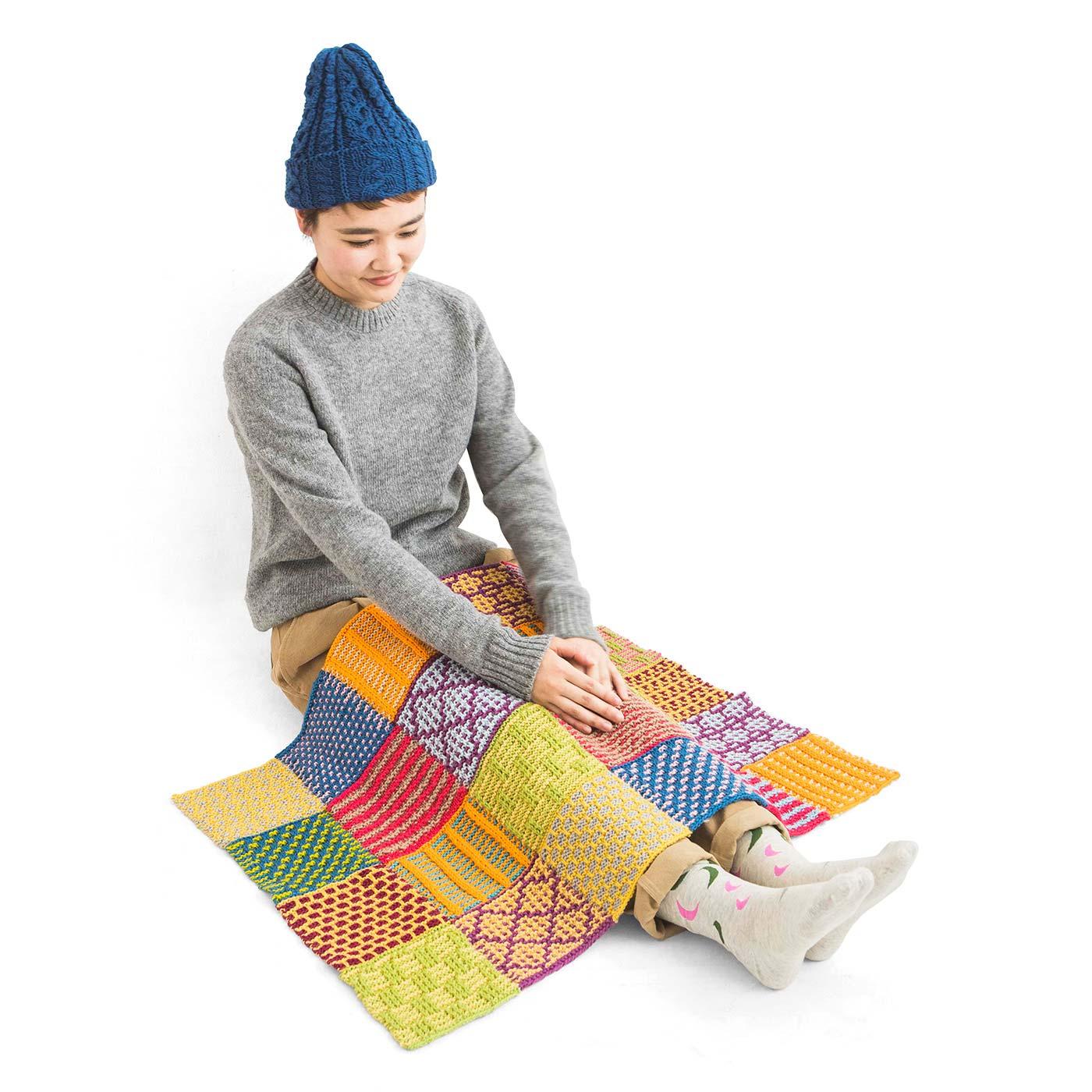 24枚全部編みつなげると、ひざ掛けにぴったりのサイズに。