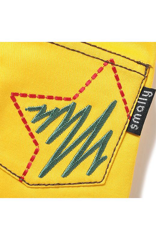 刺しゅうポッケ おしりのポケットには、インパクトのあるお星さまの刺しゅうでアクセントを。