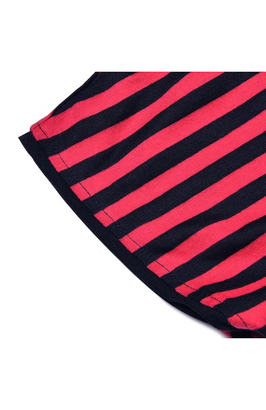 衿もと&袖はくるりんとカワイイ切りっぱなし仕様。ちょこっとしたディテールだけど、スパイス効果バツグン。