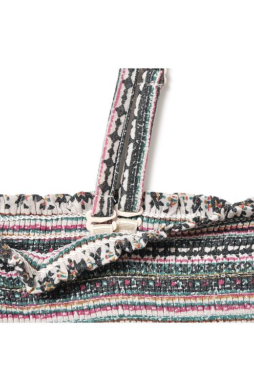 ストラップはアジャスターで長さの調節がOK。スカートにするときは肩ひもを取り外して。
