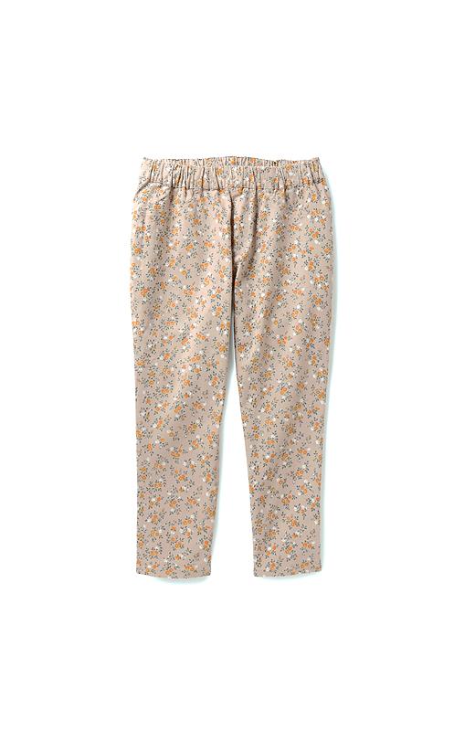 レギンスみたいにすぽんとはくだけ、ファスナーやポケットのように見えるステッチで、パンツのようなルックスに。