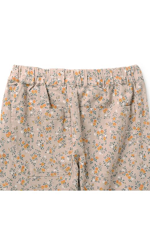 大きめのバックポケットでヒップをカバーして美尻見せ。総ゴムのウエストが隠れるトップスと合わせれば、パンツ感覚で着こなせます。
