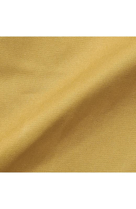 きれいめカジュアルにぴったりのほどよい厚みのストレッチコットン素材。
