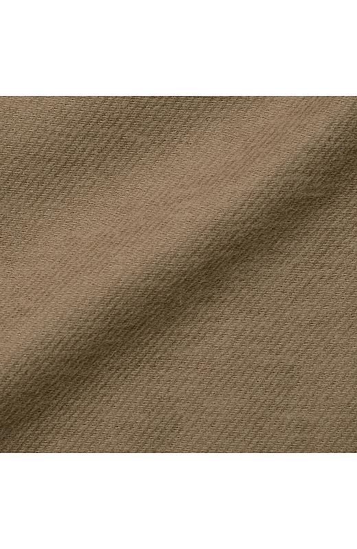 斜めに出た織り柄がトラッドっぽい表情。落ち感キレイなレーヨン混です。