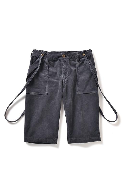 大きめパッチポケットで腰まわりをカバーして、斜めのポケット口で細見え効果をプラス。