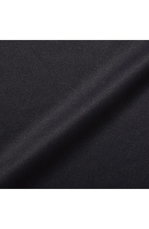 スパッツは引き締めカラーの黒。