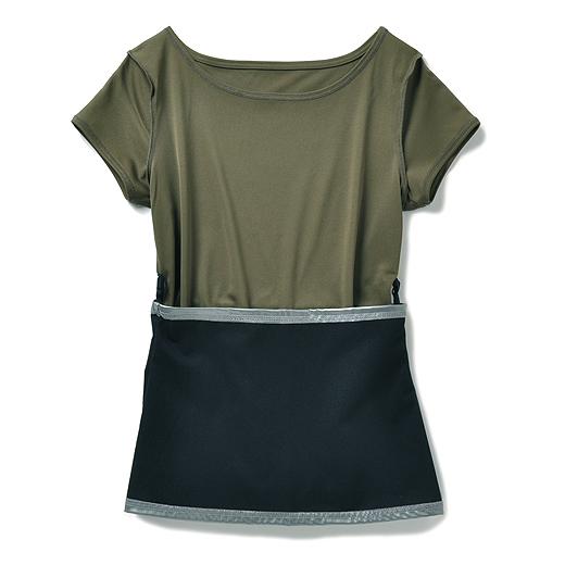 着やせ効果が期待できる濃色で、衿ぐりのデザインもすっきり見える。