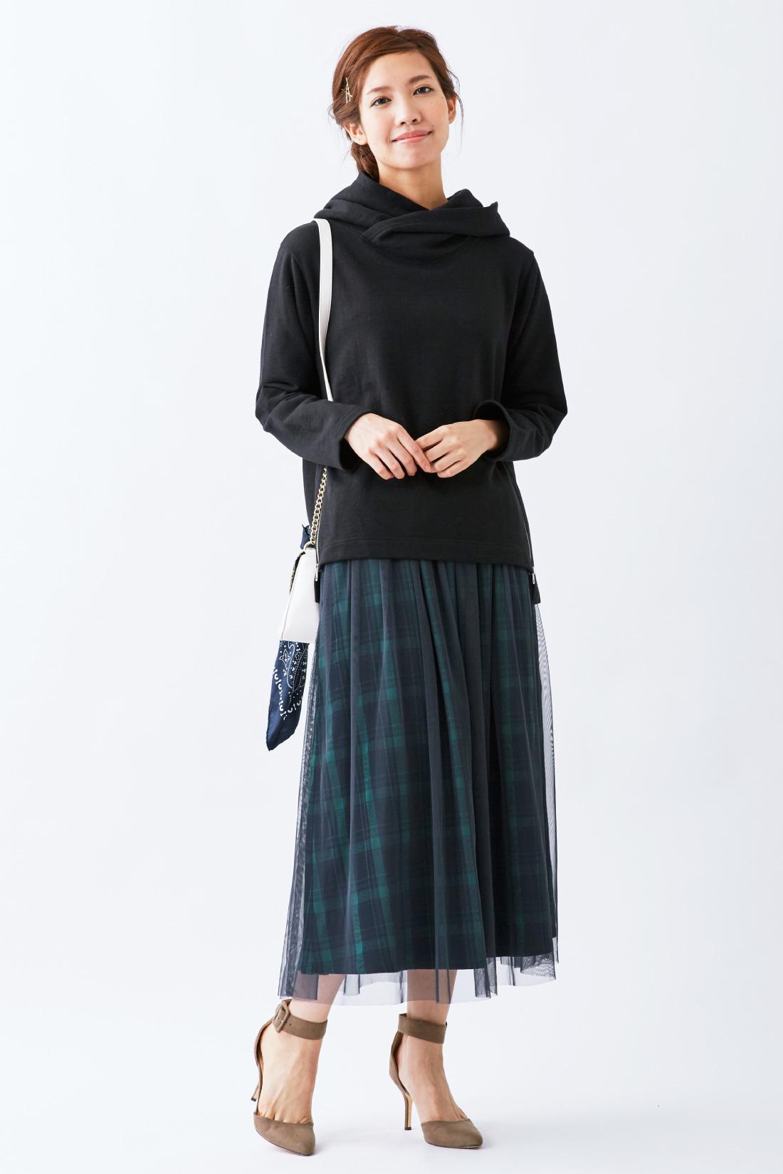 衿高+二枚仕立てフードのボリューム感が「着るだけで、おしゃれな印象」になれるポイント。小顔見え効果も。