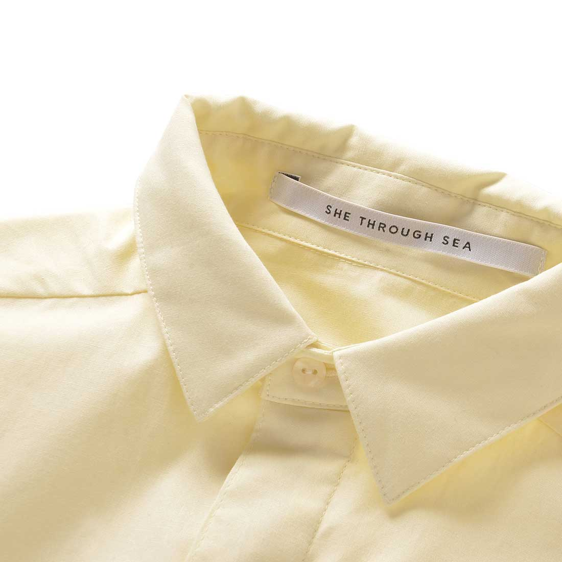 衿と前立てにうっすらと中わたを入れ、ふっくらとした雰囲気に。